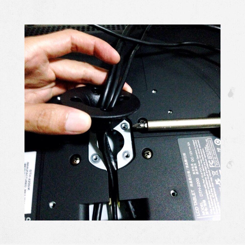 Ergotron How to install Wacom Cintiq 22HD Design Sketching the designsketchbook p.JPG